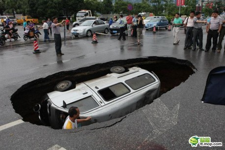 freak-accident-china-1-458x305